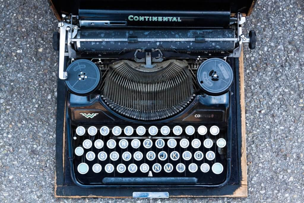 typewriter-795091_1920