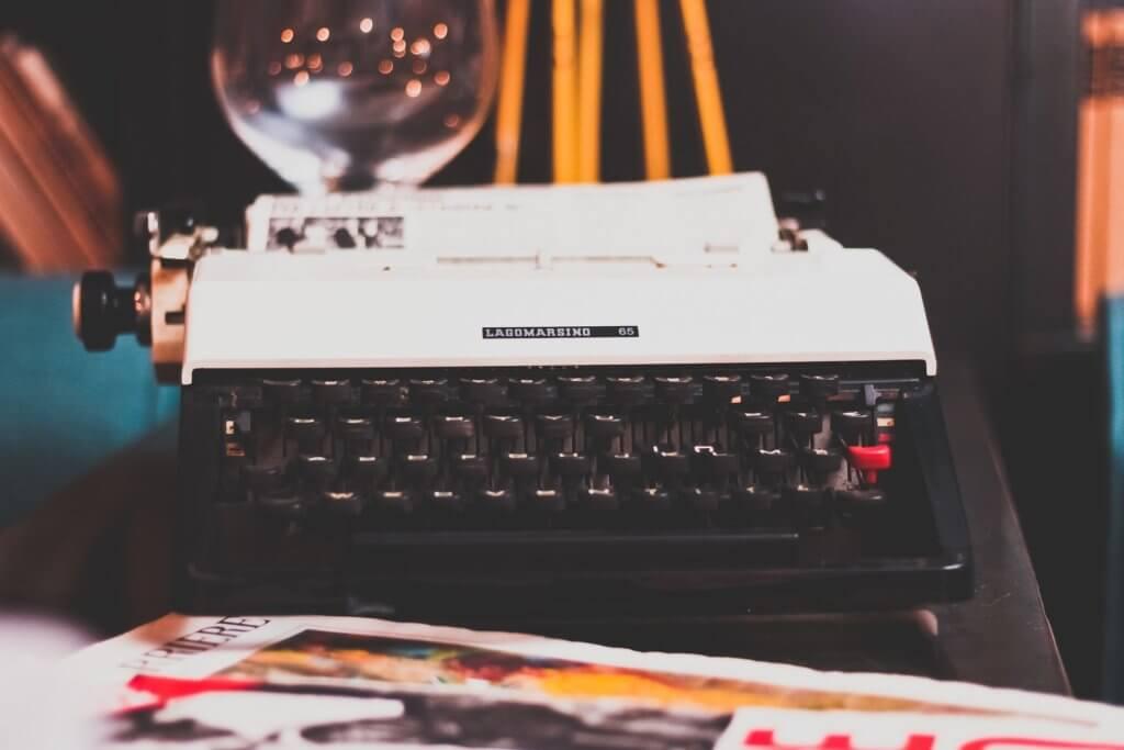 typewriter-1031317_1920